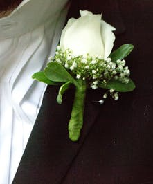White rose with babys breath
