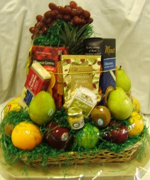 River Dell's Fruit & Gourmet Basket